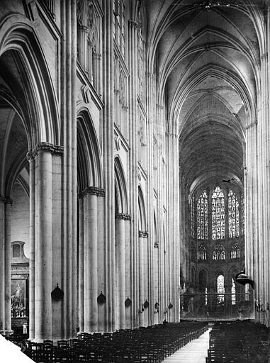 Cathédrale Saint-Gatien Vue intérieure de la nef, vers le nord-est, Mieusement, Médéric (photographe),