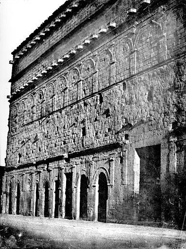 Amphithéâtre Mur de scène, côté extérieur, Baldus, Edouard (photographe),