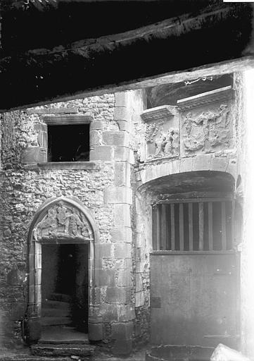 Hôtel de la Faye des Forges ou maison des Lions Porte, Enlart, Camille (historien),