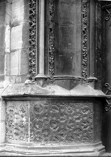 Cathédrale Notre-Dame Portail et soubassement, Enlart, Camille (historien),