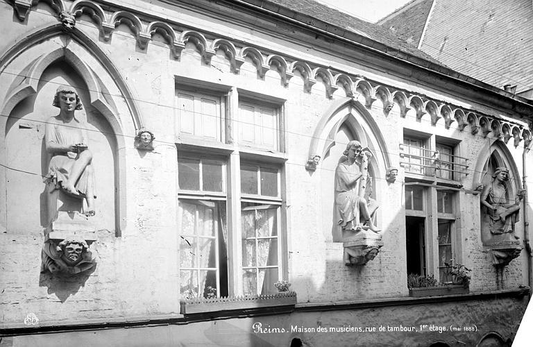 Maison dite des Ménétriers ou des Musiciens Façade : Premier étage, Mieusement, Médéric (photographe),