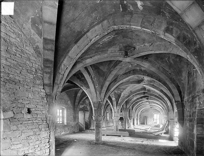 Abbaye de Clairvaux (ancienne) Cellier, bâtiment principal : salle du premier étage, Heuzé, Henri (photographe),