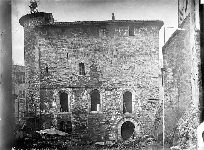 Eglise (ancienne) ; Hôtel de Ville Façade nord, Mieusement, Médéric (photographe),