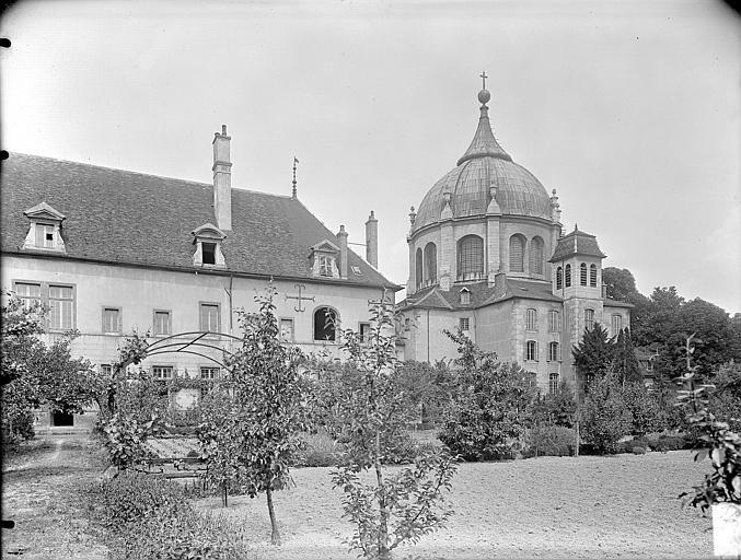 Hospice Sainte-Anne (ancien) Vue d'ensemble sur les jardins, Gossin (photographe),