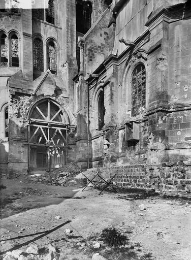 Eglise Notre-Dame (ancienne cathédrale) Portail sud, Service photographique,