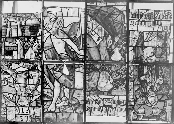 Eglise Vitrail, huit panneaux, Romanais (photographe),