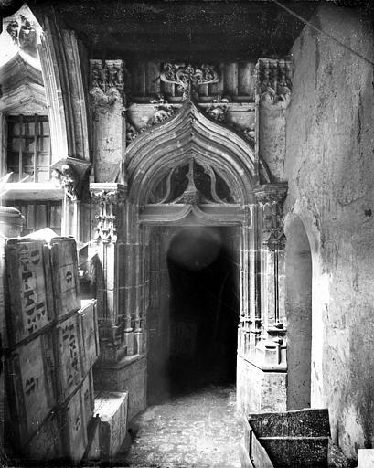 Hôtel Chambellan (ancien) ou Hôtel des ambassadeurs d'Angleterre Cour intérieure : Porte sous le porche, Delaunay (photographe),
