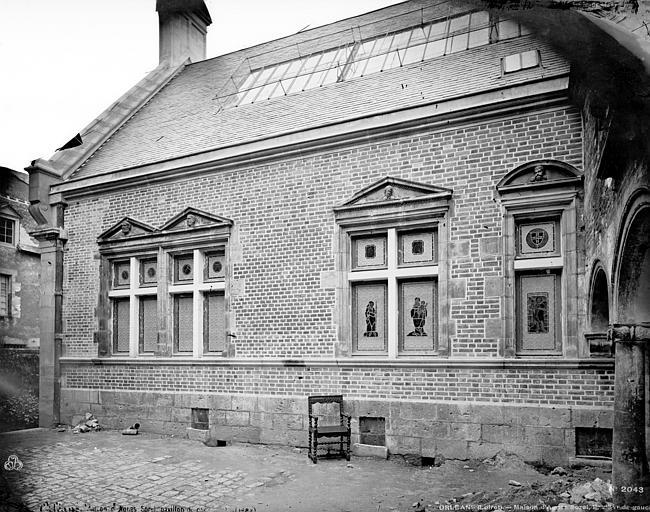Hôtel Cabu ou maison dite Diane de Poitiers, actuellement musée historique Façade sur cour, Mieusement, Médéric (photographe),