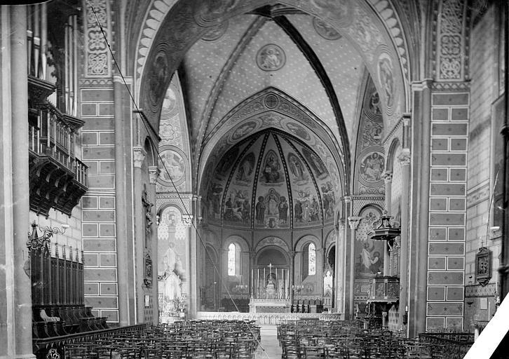 Cathédrale Saint-Caprais Vue intérieure de la nef, vers le choeur, Mieusement, Médéric (photographe),