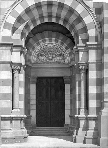 Cathédrale Sainte-Marie-Majeure Portail de la façade ouest de la façade sud, Mieusement, Médéric (photographe),