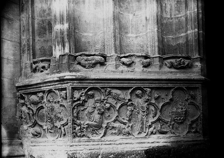 Cathédrale Saint-André Porte royale: détail du soubassement, Enlart, Camille (historien),