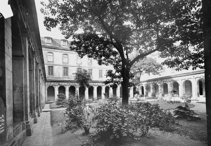 Abbaye aux Hommes (ancienne) Cloître et bâtiments abbatiaux, Service photographique,