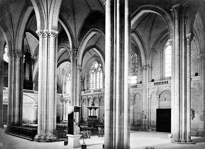 Cathédrale Saint-Pierre Vue intérieure de la nef, vers le nord-ouest, prise du transept sud, Mieusement, Médéric (photographe),