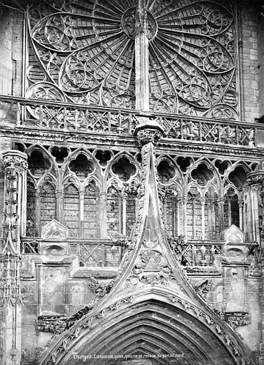 Cathédrale Saint-Pierre Transept nord : gable du portail, galerie et rosace, Mieusement, Médéric (photographe),