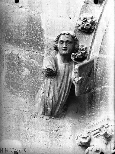 Cathédrale Notre-Dame Figure d'amortissement en regard du Moine, Lajoie, Abel,