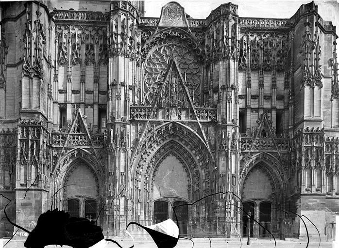 Cathédrale Saint-Pierre Portails de la façade ouest, Mieusement, Médéric (photographe),