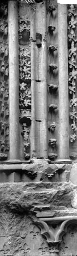 Eglise abbatiale Détail du portail sud, Enlart, Camille (historien),