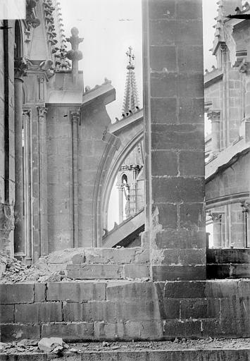 Cathédrale Notre-Dame Abside : Contreforts et arcs-boutants, Sainsaulieu, Max (photographe),