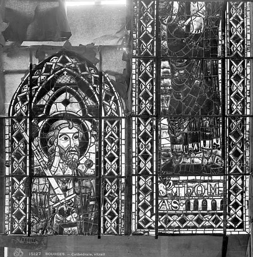 Cathédrale Saint-Etienne Vitrail : saint Thomas, Leprévost (photographe),
