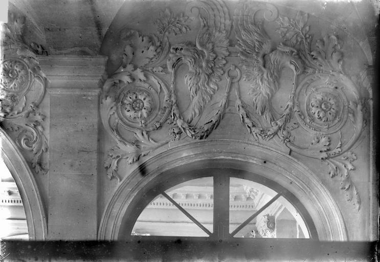 Hôtel de Juigné Péristyle, tympan sculpté, Durand, Eugène (photographe),