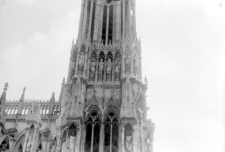 Cathédrale Tour nord, côté nord, Goubeau (photographe),