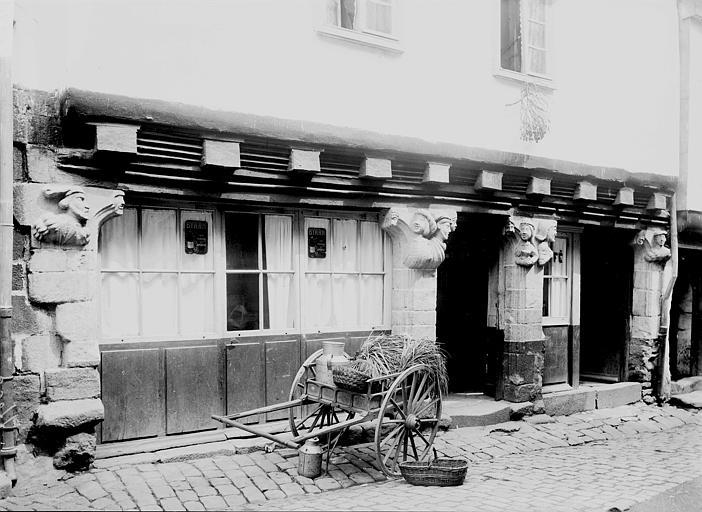 Maison des Cariatides Façade, Enlart, Camille (historien),