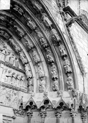 Cathédrale Saint-Etienne Cinquième portail de la façade ouest : voussure de droite, Doucet ; Baudet (photographe),