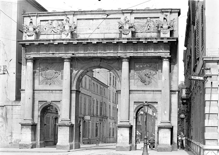 Porte Stanislas Vue d'ensemble, du côté du faubourg, Queste, P. photographe),
