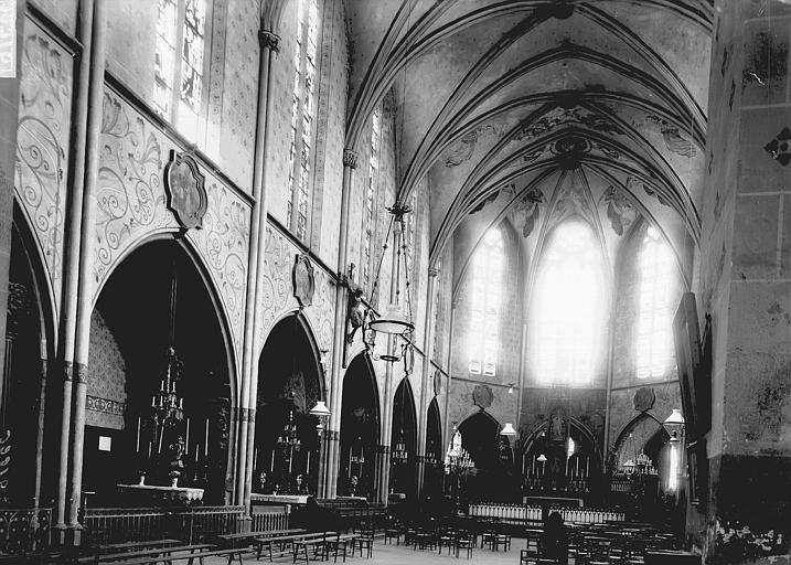 Eglise Nef vue de l'entrée, Enlart, Camille (historien),