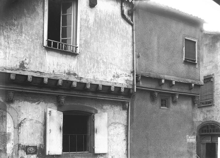 Maisons à Montferrand , Enlart, Camille (historien),