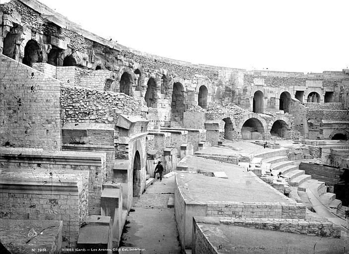 Amphithéâtre Vue intérieure, côté est, Mieusement, Médéric (photographe),