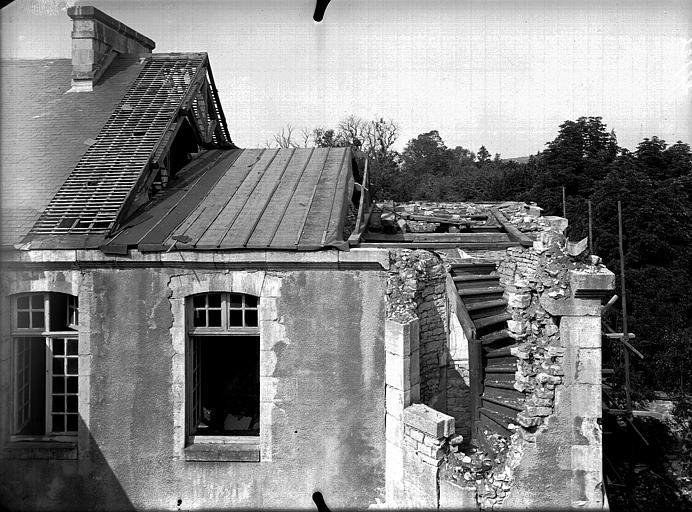 Evêché  (ancien) Bâtiment sur la petite cour, escalier à découvert, Service photographique,