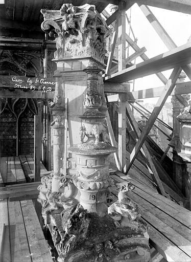 Eglise Saint-Pierre Pinacle de l'abside numéro 19 (partie supérieure), Durand, Jean-Eugène (photographe),