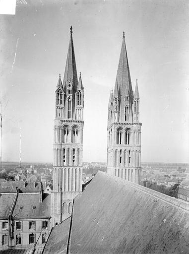Abbaye aux Hommes (ancienne) ; Eglise abbatiale Saint-Etienne Tours de la façade ouest, prises depuis la tour centrale : vue d'ensemble, Heuzé, Henri (photographe),
