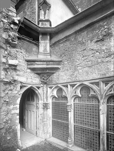 Cloître capitulaire de Saint-Vincent (ancien) Cour intérieure : Angle nord-est, Heuzé, Henri (photographe),