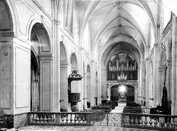 Cathédrale Notre-Dame-de-l'Assomption Vue intérieure de la nef, vers l'entrée, Mieusement, Médéric (photographe),