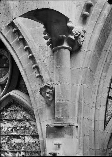 Cathédrale Notre-Dame Chapiteau et tête d'amortissement, Durand, Eugène (photographe),