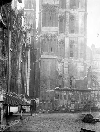 Cathédrale Notre-Dame Détail extérieur, Enlart, Camille (historien),