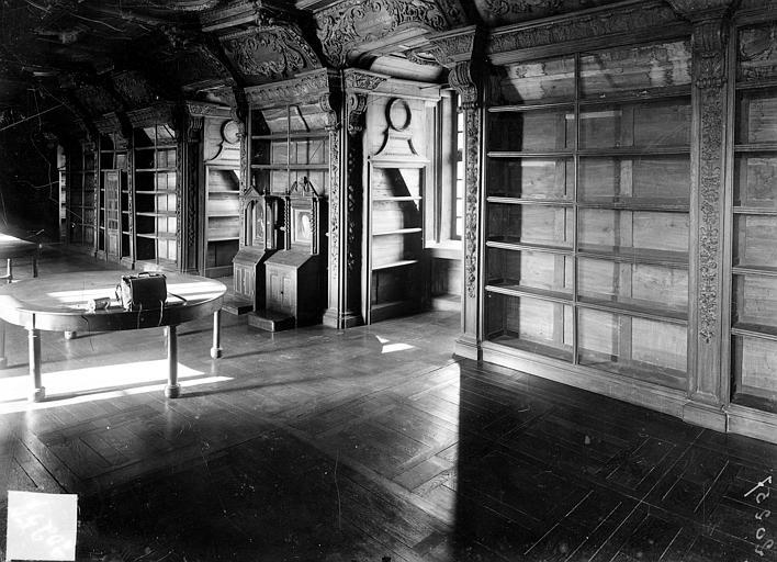Hôpital général (ancien) ; Collège des Jésuites (ancien) ; Hospice général Museux Bibliothèque : Boiseries, Sainsaulieu, Max (photographe),