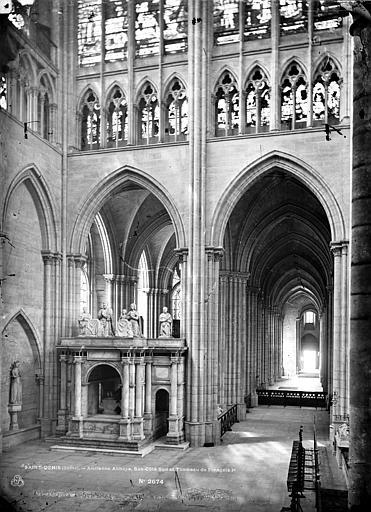 Basilique Saint-Denis Vue intérieure du transept et du bas-côté sud, vers l'ouest, Mieusement, Médéric (photographe),