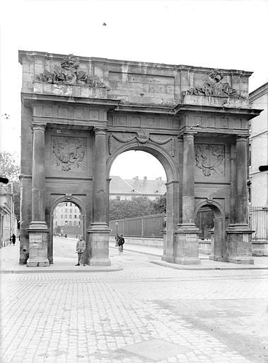 Porte Sainte-Catherine Vue d'ensemble, du côté du faubourg, Queste, P. photographe),