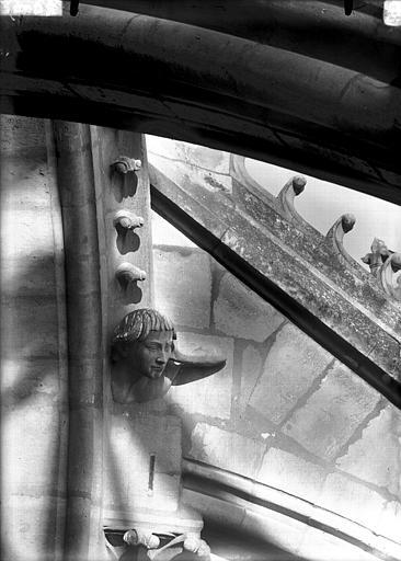 Cathédrale Notre-Dame Tête formant sommier d'arc-boutant, tête s'appuyant sur la main, Lajoie, Abel,