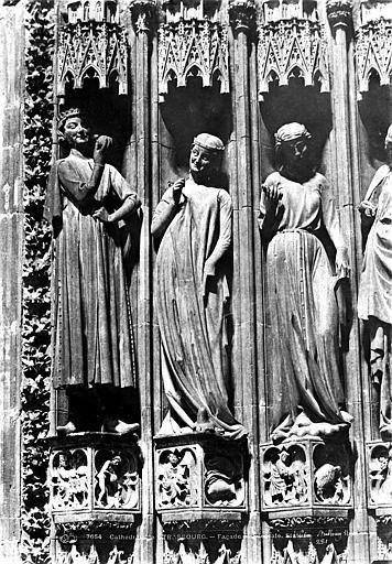 Cathédrale Notre-Dame Portail sud de la façade ouest. Statues de l'ébrasement gauche : Vierges folles, Le Secq, Henri (photographe),
