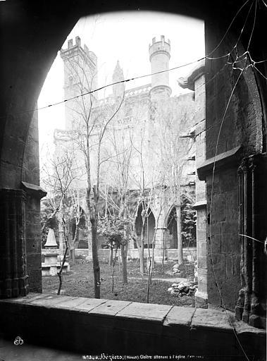 Cathédrale Saint-Nazaire (ancienne);Cloître Cloître attenant à l'église, galeries, Mieusement, Médéric (photographe),