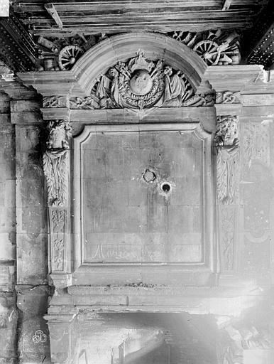Hôtel de Ville Cheminée du rez de chaussée, pièce à droite du passage d'entrée, Lancelot, Gustave,