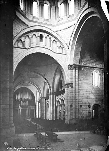 Cathédrale Saint-Pierre Intérieur : nef, vue du choeur, Mieusement, Médéric (photographe),