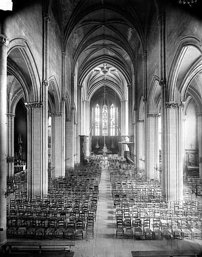 Eglise Saint-Michel Vue intérieure de la nef vers le choeur, Delaunay (photographe),