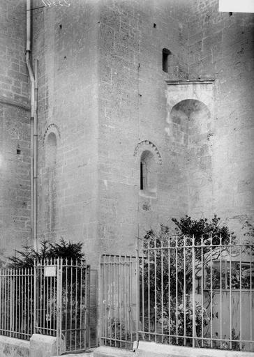 Cathédrale Notre-Dame-de-l'Assomption Détail extérieur, fenêtre, Durand, Georges (photographe à Amiens),
