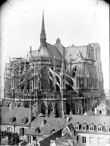 Cathédrale Notre-Dame Ensemble extérieur pris de la rue Sainte-Marguerite, Lajoie, Abel,
