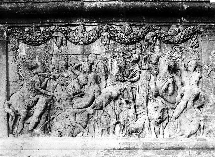 Mausolée dit Tombeau des Jules Base, détail d'un bas-relief, Durand, Eugène (photographe),
